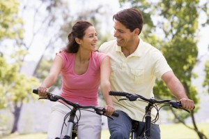 Couple-Biking-PhotosCom-101701459