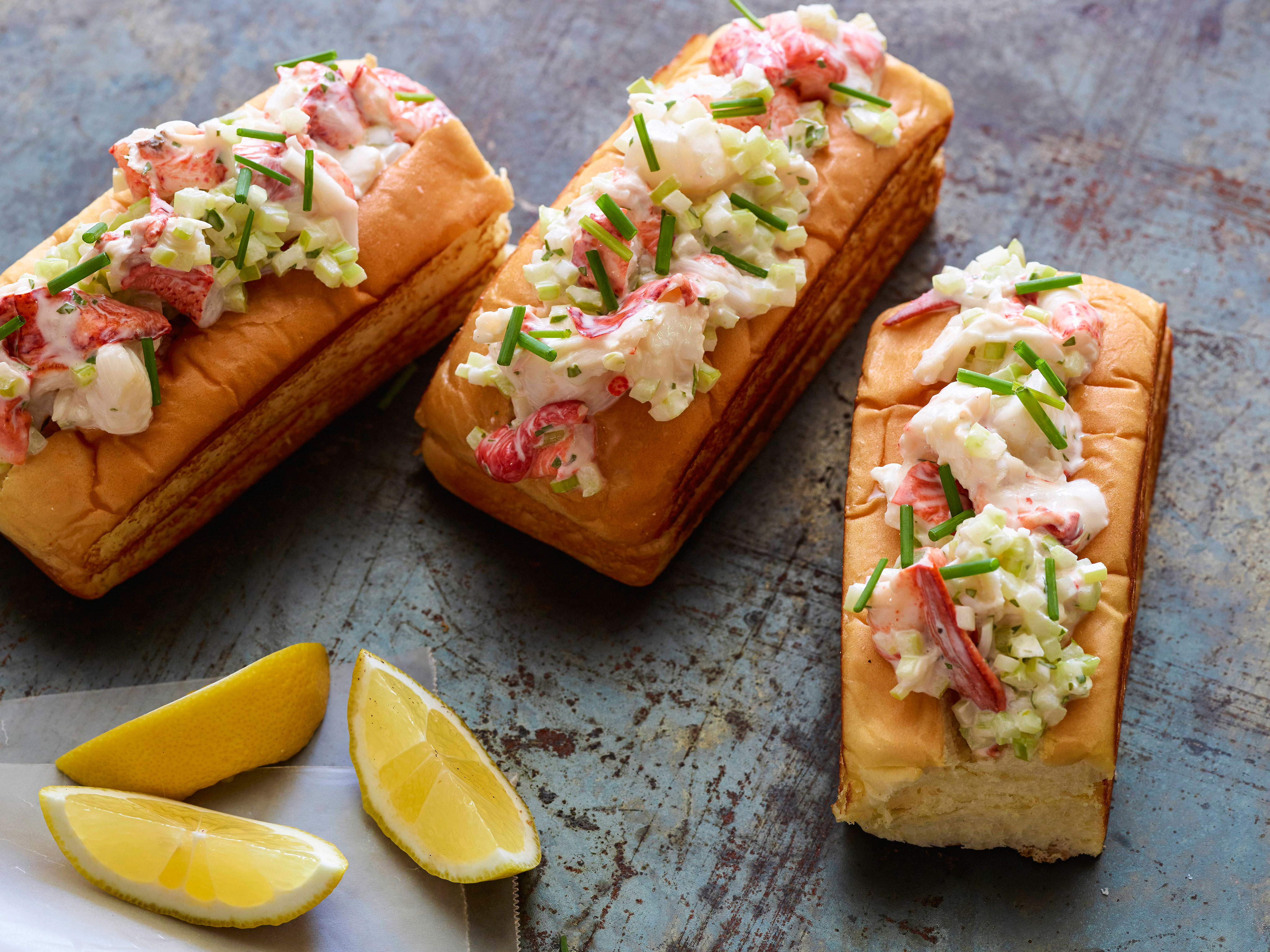 ZB0212_Buttery-Lobster-Roll_s4x3-1