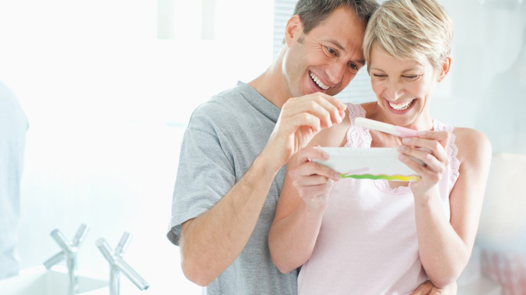 happy-couple-looking-at-pregnancy-test