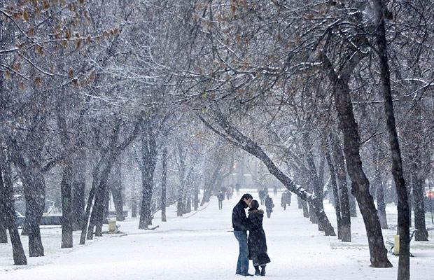 snow-kiss_1118475b